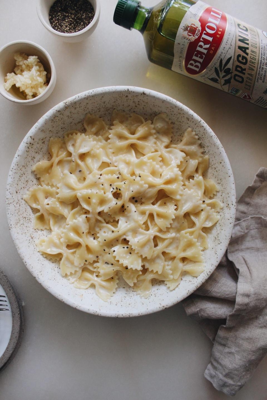 roasted garlic farfalle pasta with Bertolli